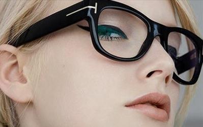 cắt mí mắt có gây tăng độ cận không