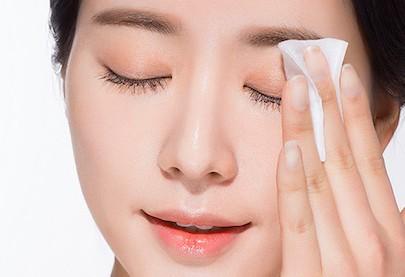 Cách làm hết bầm tím sau nhấn mí mắt