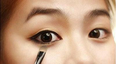 Trang điểm giúp mắt đẹp hơn