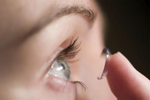 Hạn chế sử dụng kính áp tròng