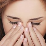 Cách điều trị mí mắt bị mụn nước