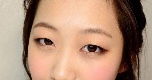 Định nghĩa đôi mắt hí là gì?