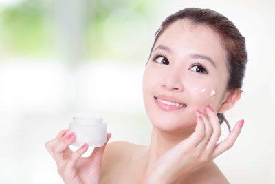 Làm sạch da mặt trước khi trang điểm