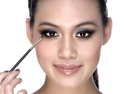 Trang điểm mắt giúp che khuyết điểm mắt hip